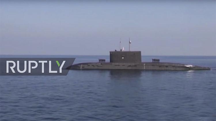 Irán prueba un torpedo inteligente en el último día de sus maniobras navales (VIDEO)