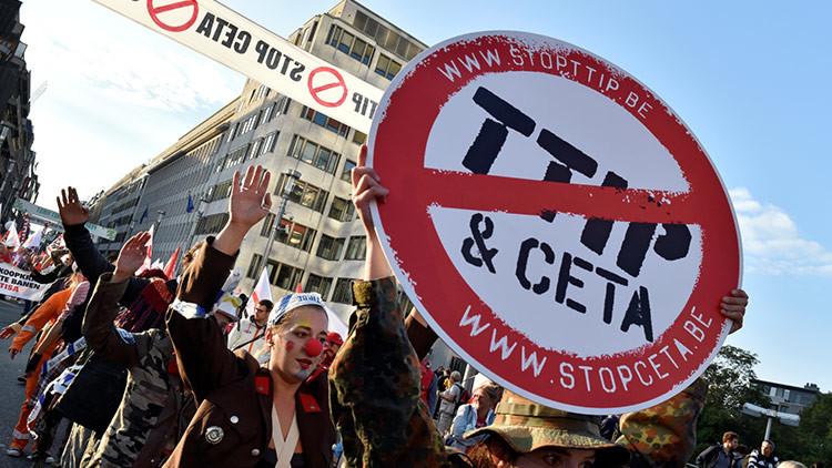 """Trump: """"Hemos retirado a EE.UU. del acuerdo del TPP, destructor de trabajos"""""""