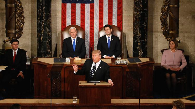 """Trump: """"Pronto comenzaremos la construcción de un gran, gran muro en nuestra frontera sur"""""""