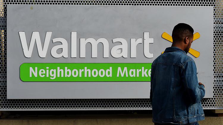 """EE.UU.: Cliente de Wal-Mart dice a una dependienta hispana que se """"vaya a su propio país"""" (VIDEO)"""
