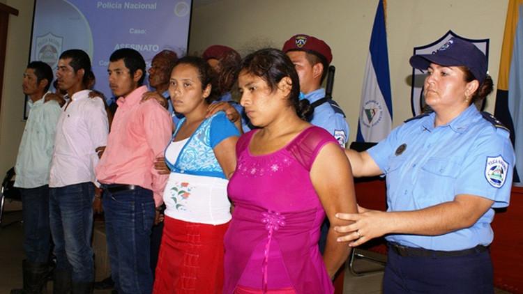 """""""Sanar a través del fuego"""": Fanáticos religiosos queman a una joven en la hoguera en Nicaragua"""