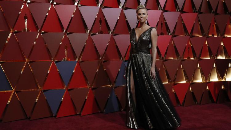 'El Oscar a la mejor censura': TV iraní difumina el vestido de Charlize Theron en la gala