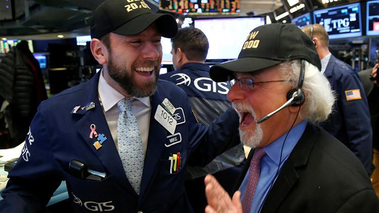 El Dow Jones alcanza los 21.000 puntos tras el discurso de Trump en el Congreso