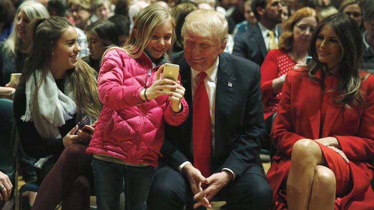 Congresistas de EE.UU. demandan que se le quite el móvil personal a Donald Trump