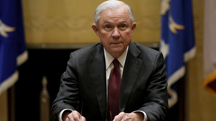 El fiscal general de EE.UU. niega haber tenido contactos con Rusia
