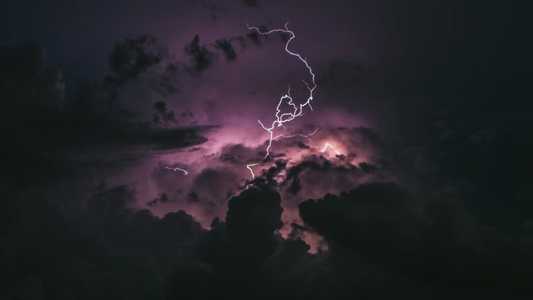 Belleza aterradora: Captan una tormenta de relámpago apocalíptica sobre el Amazonas (FOTOS)