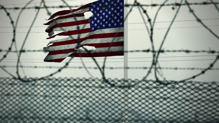 VIDEO: Prisioneros salvan a un guardia de ser estrangulado por otro reo en una cárcel de EE.UU.