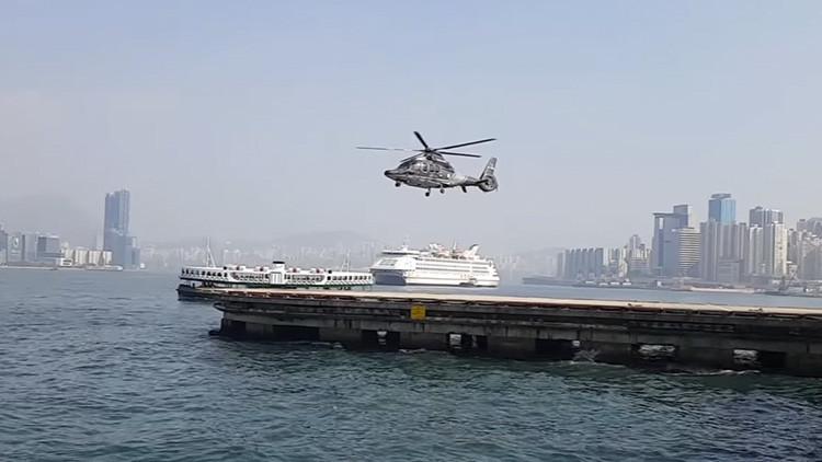 ¿Ilusión o realidad? Helicóptero que vuela 'sin mover' sus aspas, confunde a los internautas (VIDEO)