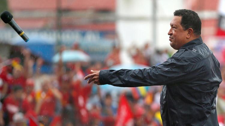 """""""Yo me encomiendo a Chávez"""": La dimensión mítica de un líder a cuatro años de su muerte"""
