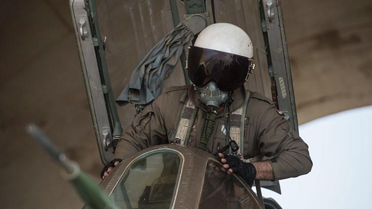 Los equipos de rescate turcos hallan herido al piloto de caza sirio