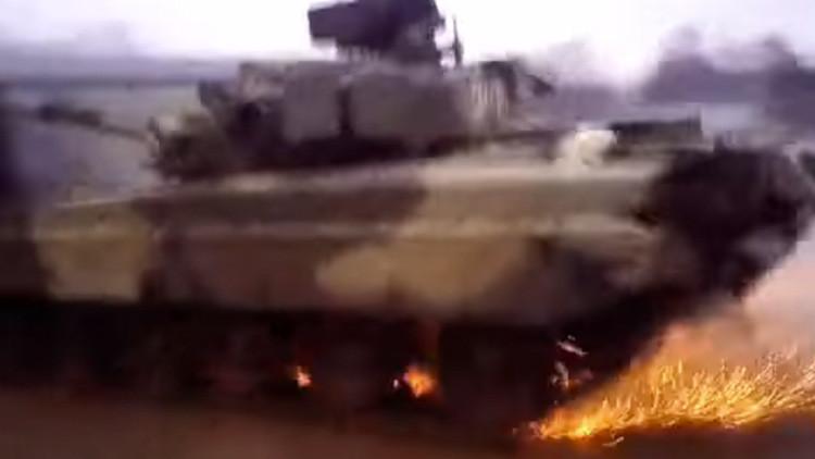 VIDEO: Un tanque ruso T-80 realiza un 'giro policial'