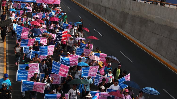 'Con mis hijos no te metas': protestas masivas en Perú contra la ideología de género en las escuelas