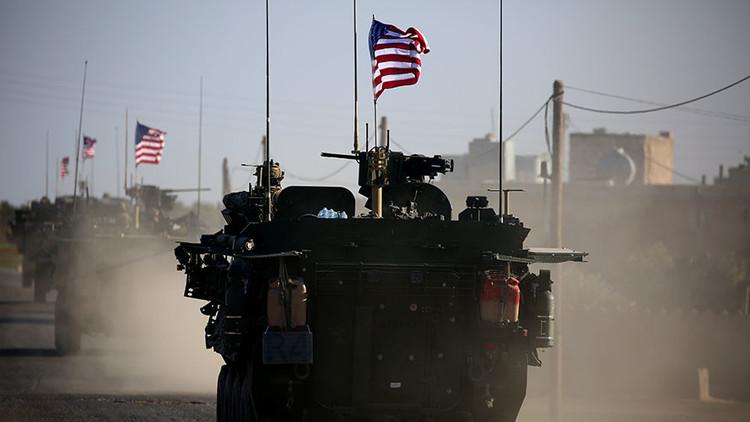 VIDEO: Un convoy estadounidense fuertemente armado entra en Manbij, en el norte de Siria