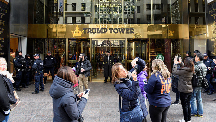 """""""Puedo oírlos"""": ¡Bienvenido a Nueva York, usuario de Airbnb: disfrute su estancia en la Torre Trump!"""