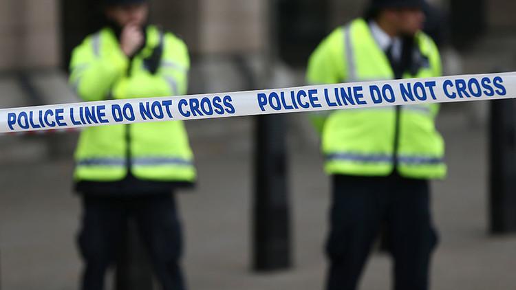 Un hombre mata a cuchilladas a una mujer en Reino Unido y luego se suicida