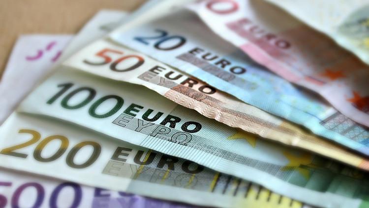 Un niño coge 10.000 euros de su abuela y los reparte entre sus compañeros de escuela