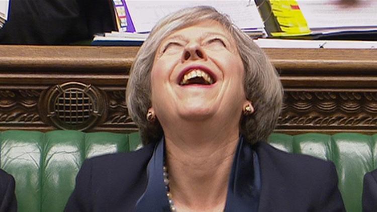 La risa siniestra de Theresa May genera una lluvia de memes en Twitter