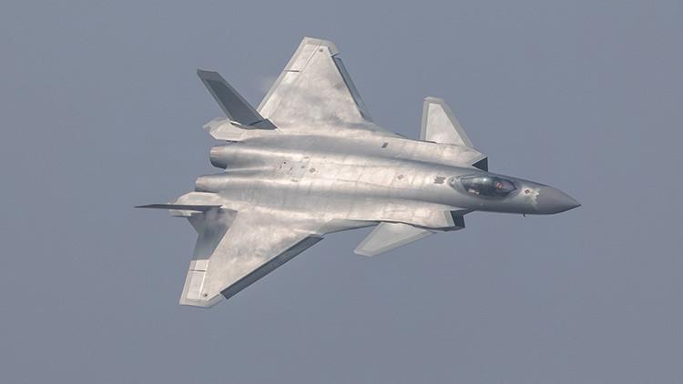 El enorme caza furtivo J-20 entra en servicio en las Fuerzas Armadas de China