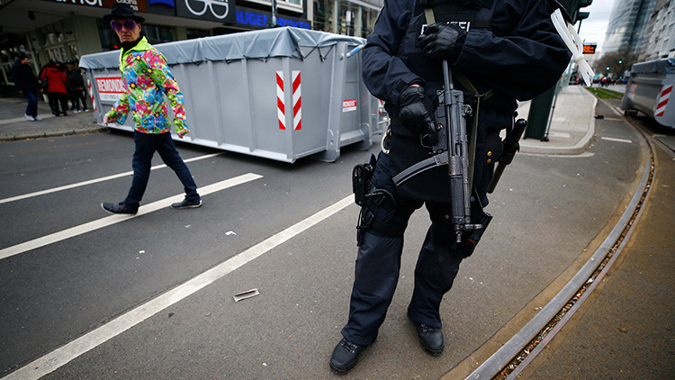 Alemania: Un hombre armado con un machete ataca a los transeúntes en Dusseldorf