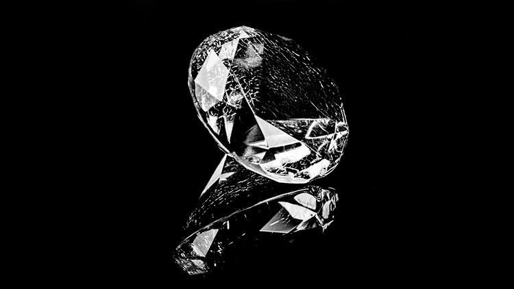 La 'piedra del mal': Vinculan un misterioso diamante negro con varios suicidios