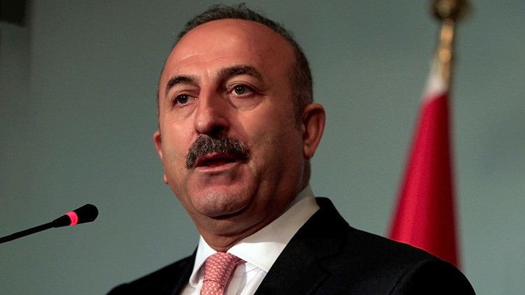 Países Bajos prohíbe aterrizar en el país al canciller turco, pese a las amenazas de Ankara