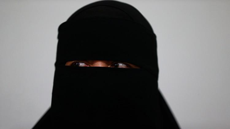 VIDEO: Amenazan de muerte a una joven musulmana que 'perreó' con el hiyab puesto