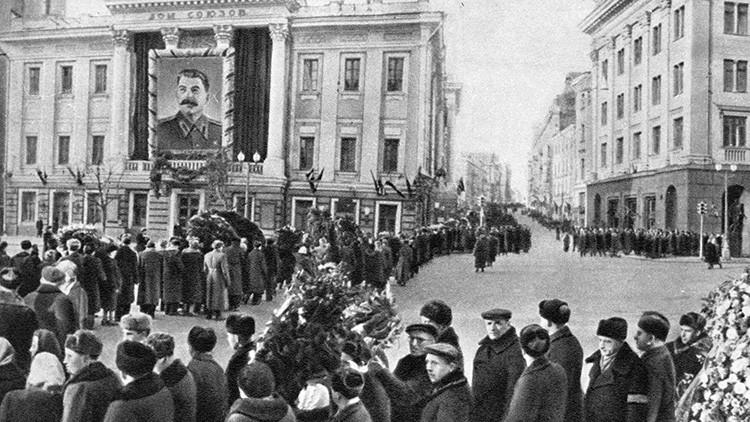 Nunca visto: Publican un video único en color del cortejo fúnebre de Iósif Stalin