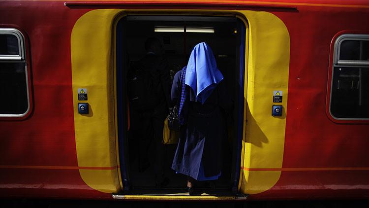 Una foto 'divina': ¿Por qué miles de internautas discuten sobre cuántas monjas hay en esta imagen?