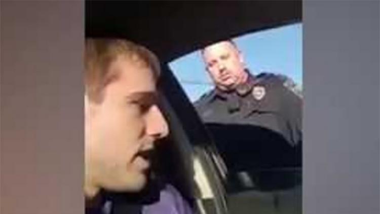 VIDEO: Un conductor de Uber da una lección a un policía que amenazó con arrestarlo
