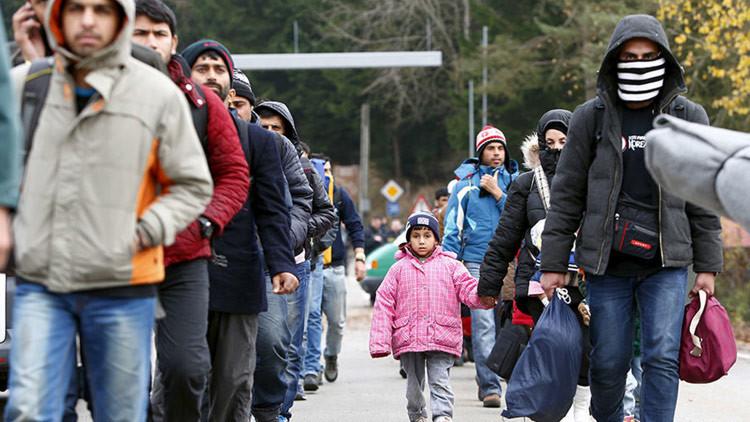 """""""Merkel dejó entrar a los refugiados para evitar imágenes de violencia en la frontera"""""""