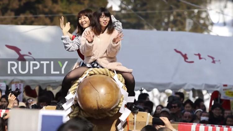 Jamás se creerán que esta increíble ceremonia japonesa tiene raíces religiosas (VIDEO)