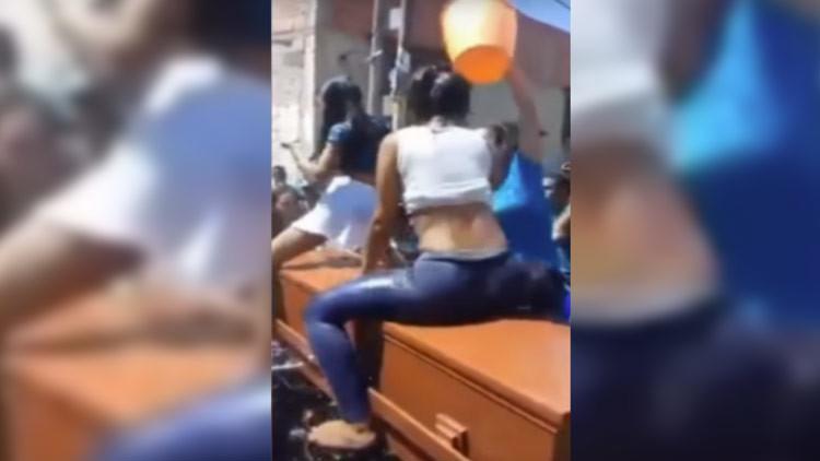 """Despedida con """"perreo"""": El baile de reguetón sobre un ataúd que se ha vuelto viral"""