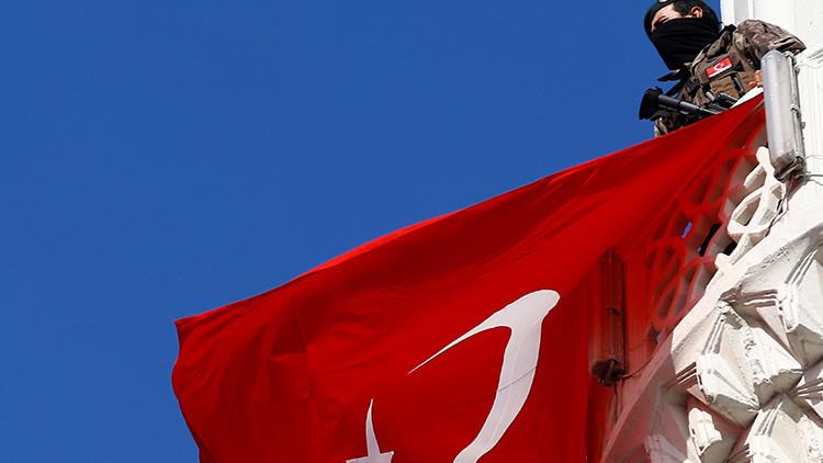 Turquía suspende sus relaciones de alto nivel con los Países Bajos