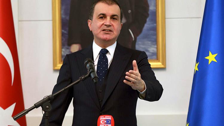 """Turquía planea """"reevaluar"""" el acuerdo sobre los refugiados con la Unión Europea"""