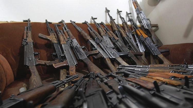 """""""EE.UU. compra fusiles Kaláshnikov pese a sus propias sanciones"""""""