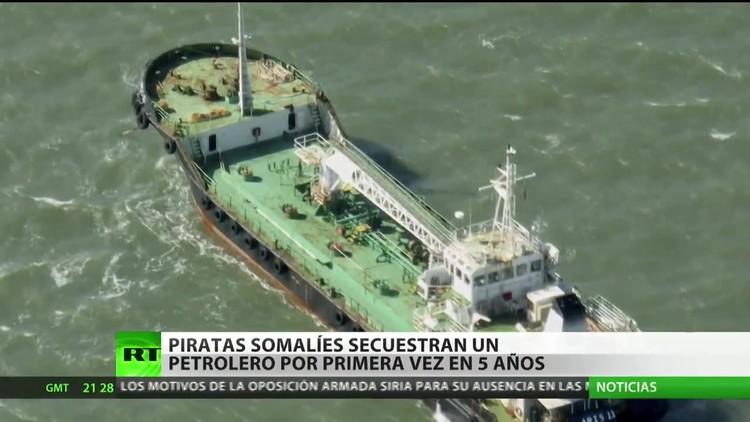 Piratas somalíes secuestran un petrolero por primera vez en cinco años