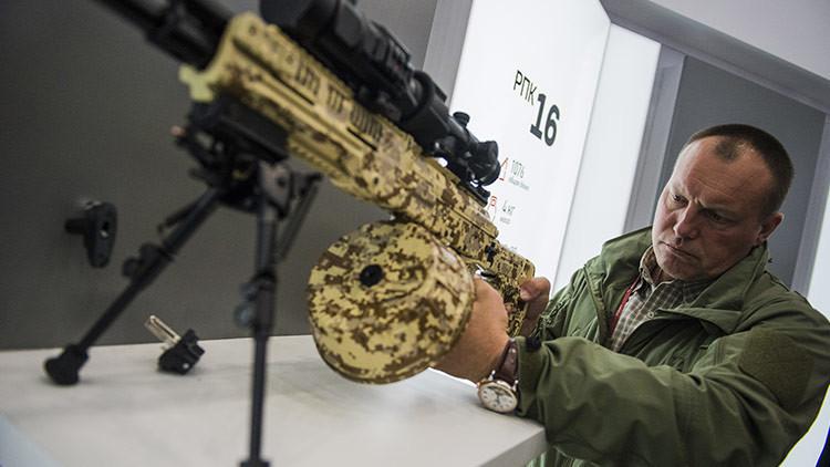 Rusia producirá en serie la nueva versión de la ametralladora Kaláshnikov en 2018