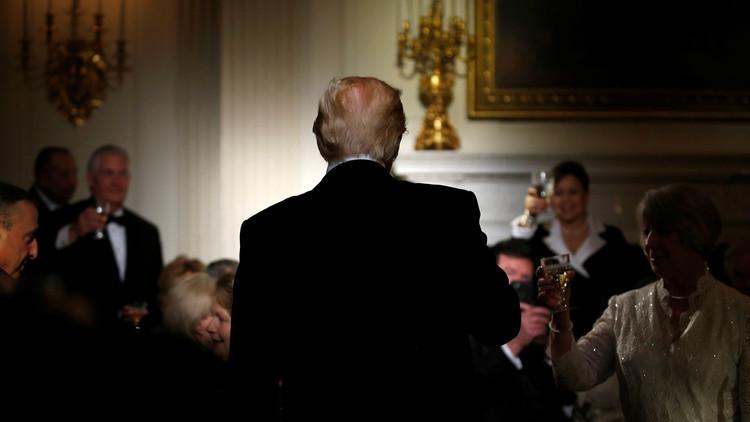 ¿Golpe de Estado a la vista en Washington? Assange asegura que quieren cambiar a Trump por Pence