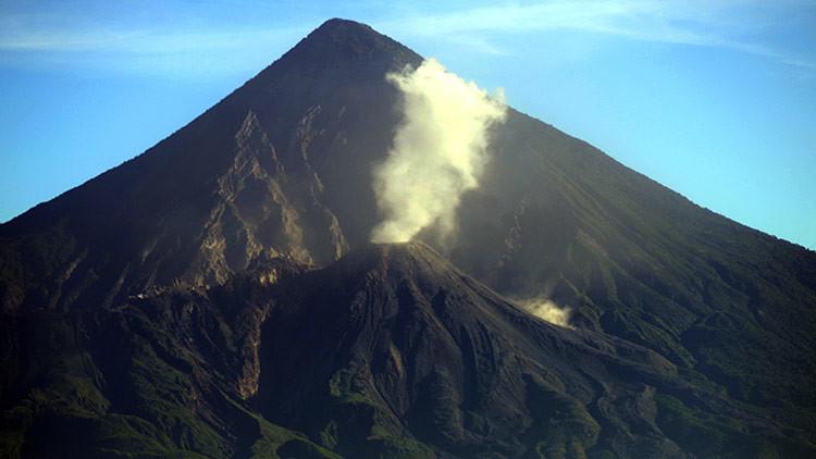 VIDEO: Este volcán latinoamericano erupciona cada hora desde hace casi un siglo