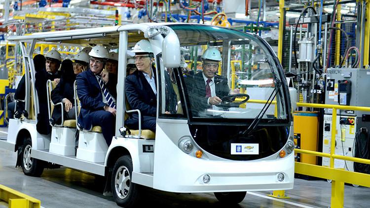 Gobierno argentino anuncia acuerdo con sector automotriz, pero se mantiene llamado a paro nacional