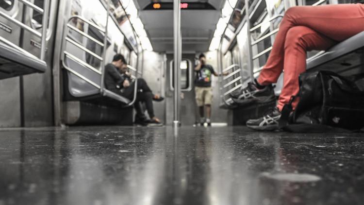 VIDEO: Latina defiende a una pareja de los insultos racistas de otra latina en metro de Nueva York
