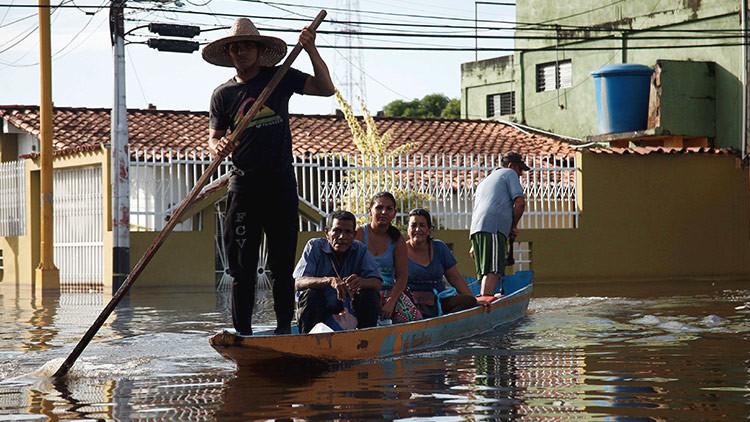 Las lluvias colapsan una de las principales carreteras de Venezuela (Fotos)