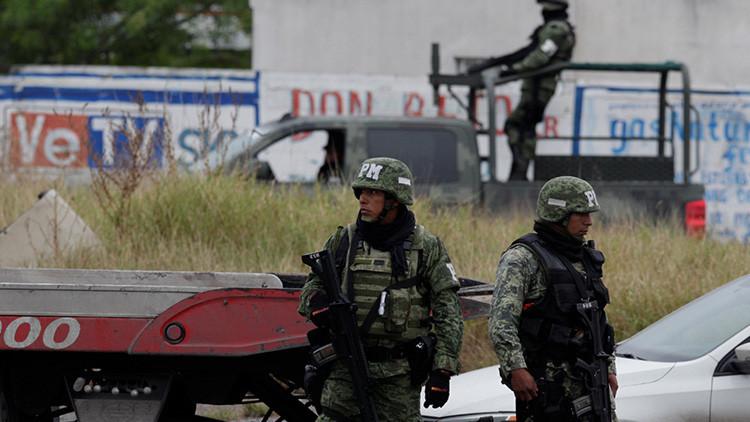 """""""Algo hay muy fuerte en medio"""": Pobladores decretan toque de queda en un pueblo de México"""