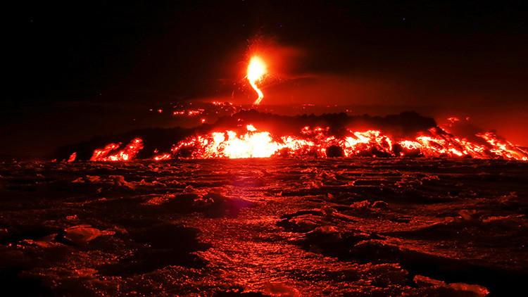 Erupción del Etna deja heridos a varios turistas y periodistas (VIDEOS)