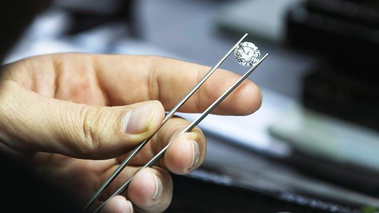 Encuentran en Sierra Leona un gigantesco diamante (FOTO)