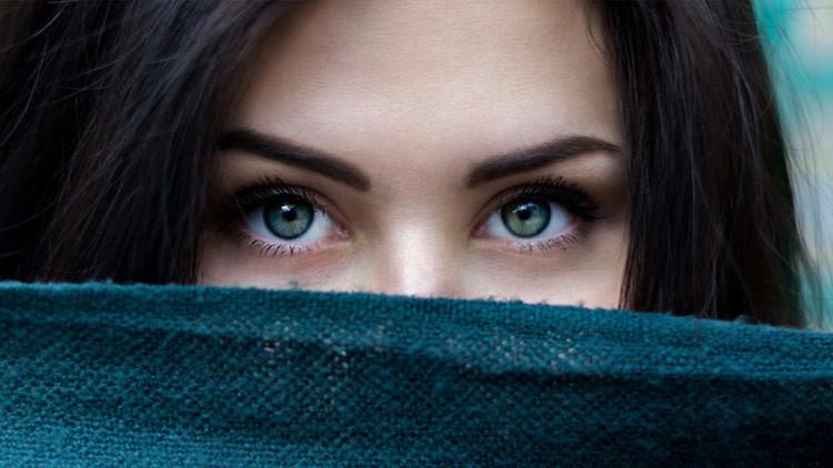 Una mujer china asombra al mundo por sus ojos inusuales (FOTO)