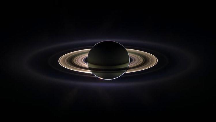 La misión Cassini de la NASA detecta burbujas en Saturno (VIDEO)