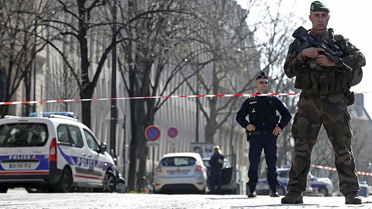 El atacante de Orly hirió a una policía dos horas antes del suceso del aeropuerto