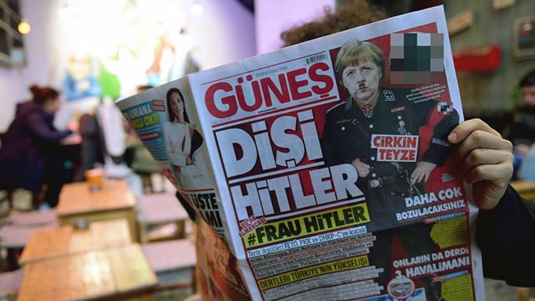 'Frau Hitler': Merkel, en uniforme nazi en la portada de un diario turco (FOTO)