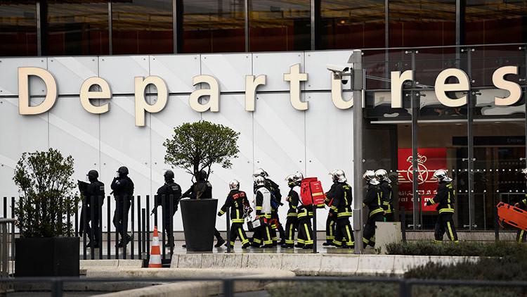 """El atacante del aeropuerto de París gritó: """"Estoy aquí para morir por Alá. Habrá muertos"""""""